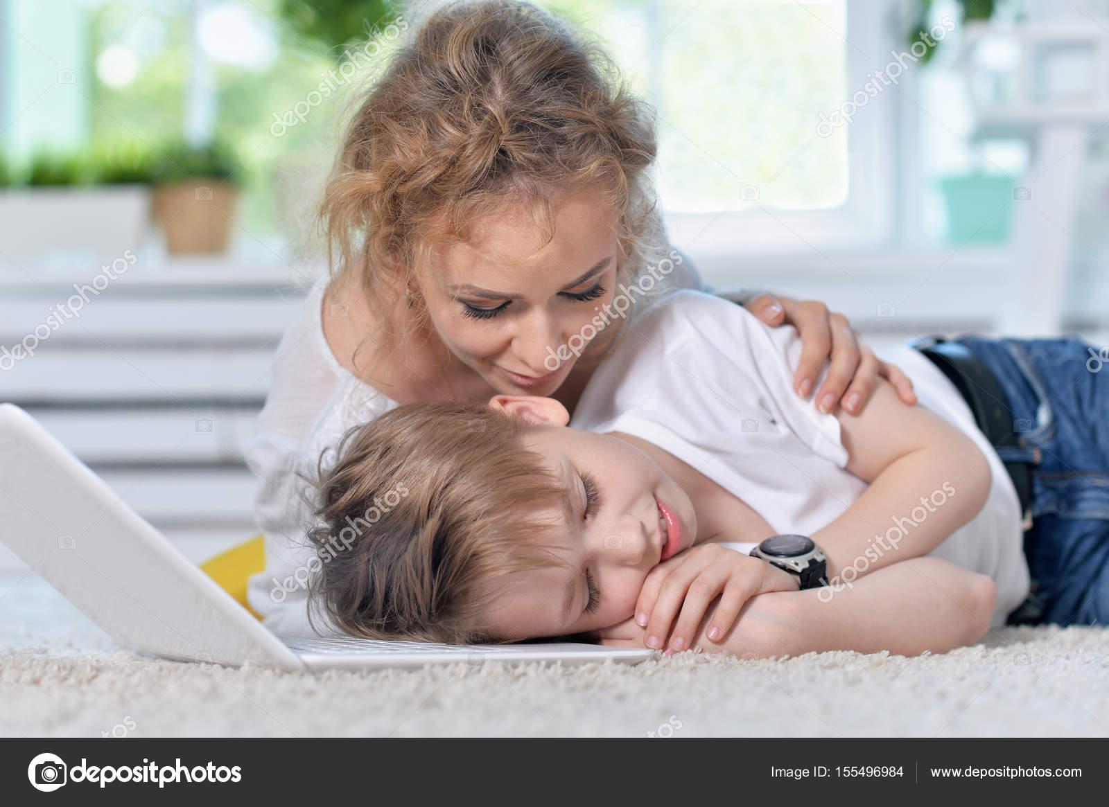 anya felébreszti a fiát
