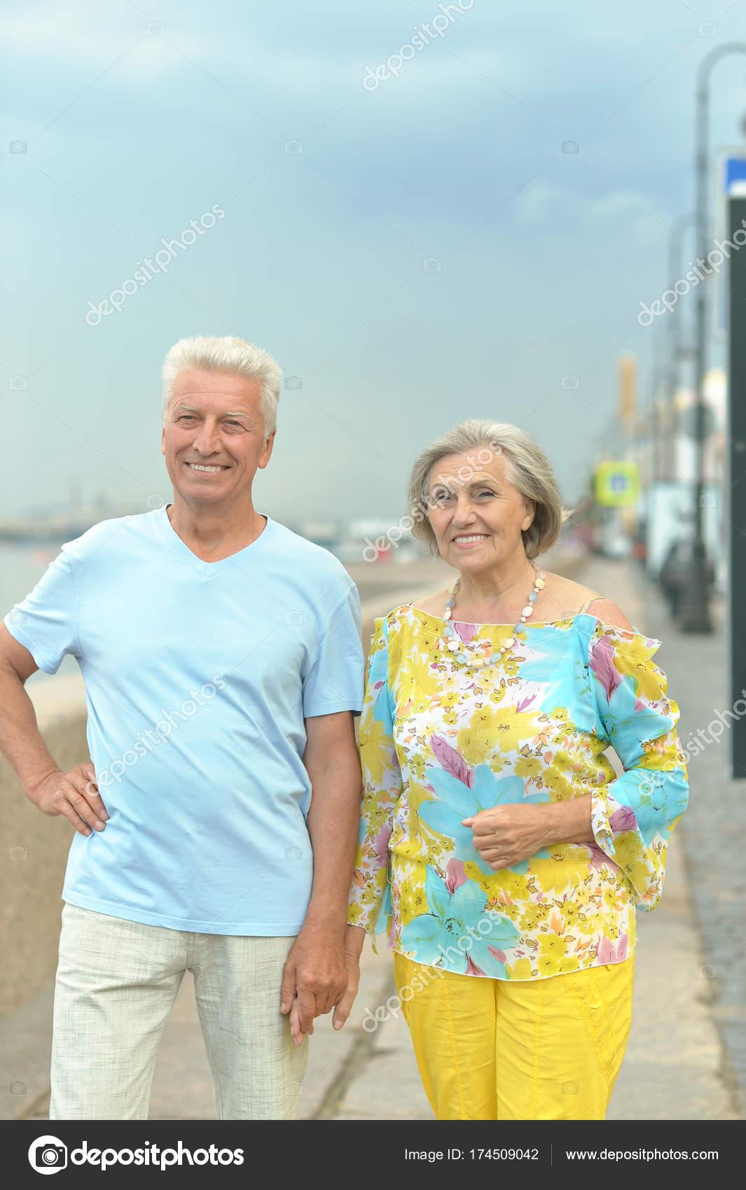 Две пары молодая и пожилая, порно фото