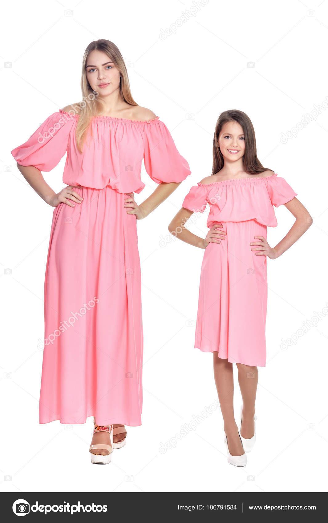 Retrato Hermosa Mujer Hija Rosa Vestidos Posando Aislado Blanco ...