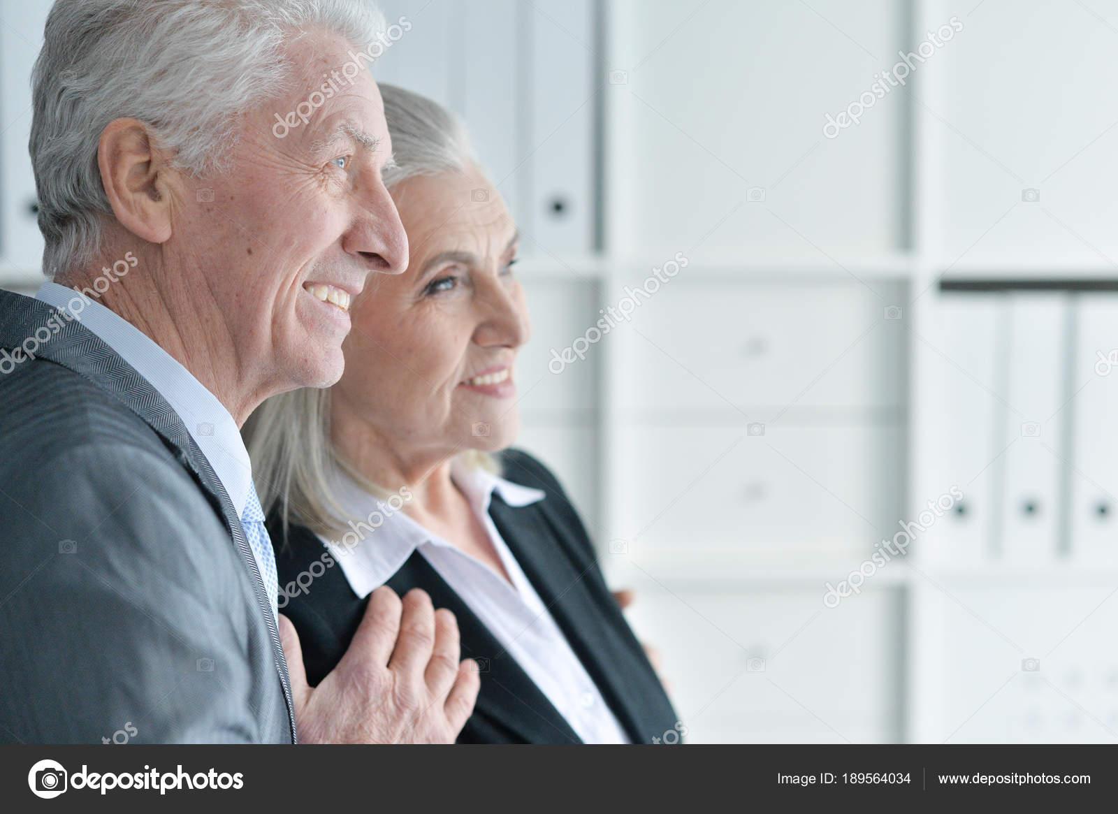 Abbigliamento Ufficio Uomo : Ritratto uomo anziano donna abbigliamento formale ufficio u foto