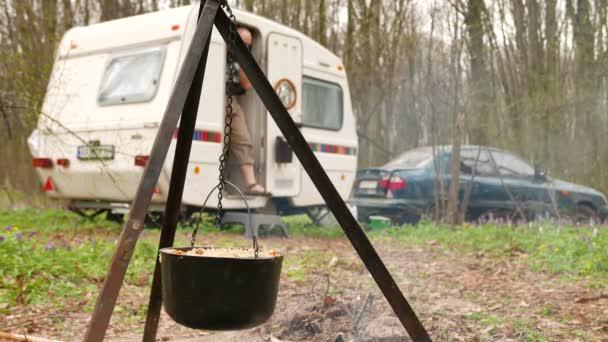 Remolque Cocina | 4k Tiro Al Aire Libre En Caravana Remolque Cocina En Madera