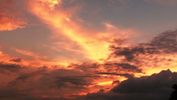 Příroda hory, timelapse rudá oblaka