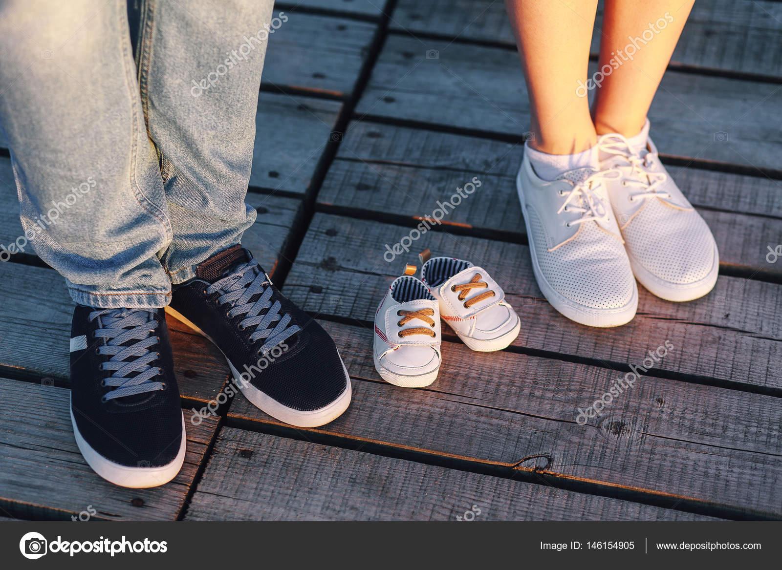 Bebé De Futuro Y Fotos El Zapatos — Stock MamáPapá 76ybYvgf