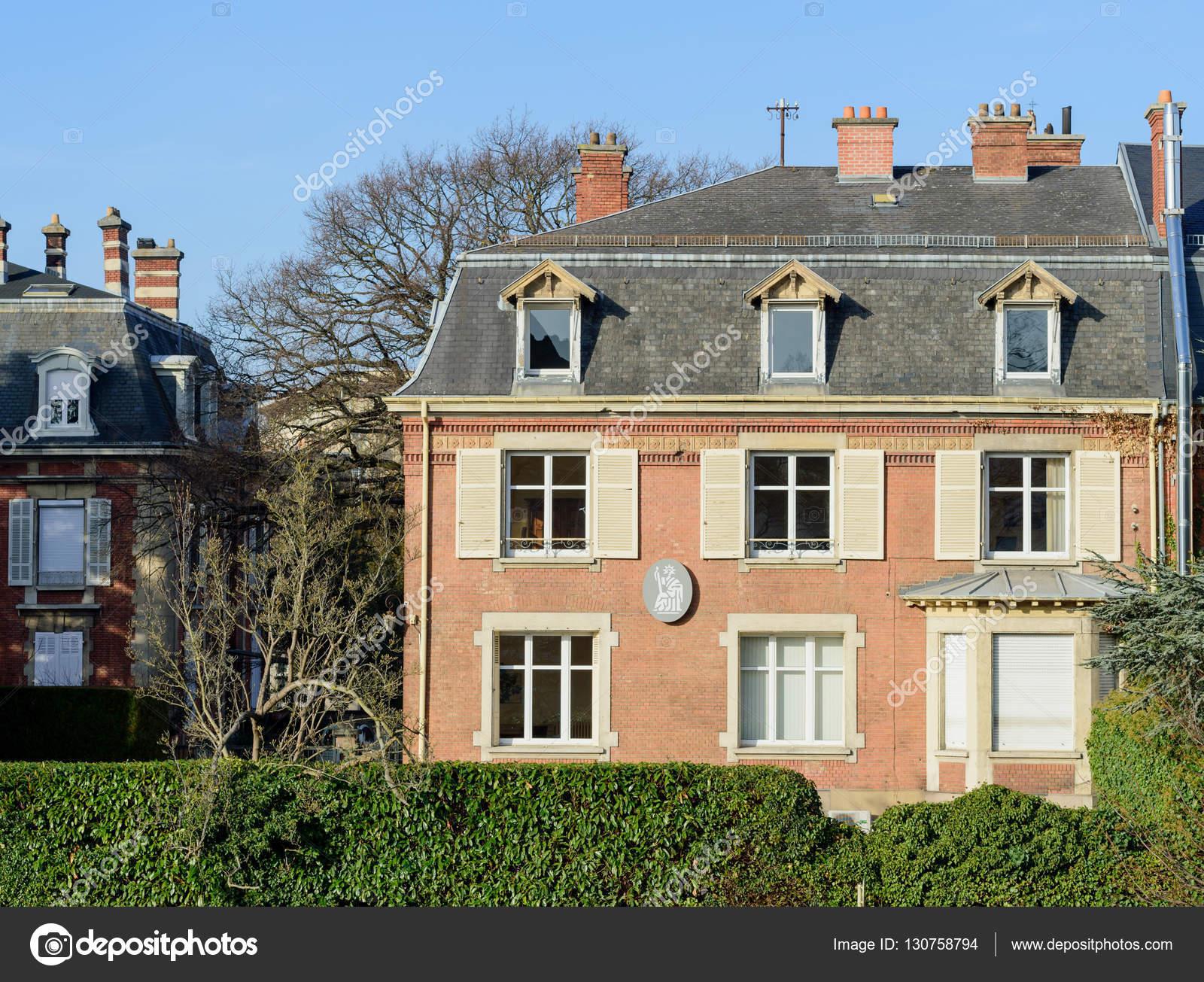 Bureau de maison de notaire dans l immobilier de luxe france