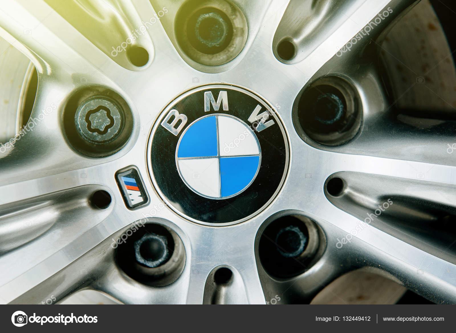 Felgi Aluminiowe Bmw Insygnia Logo Zdjęcie Stockowe Editorial