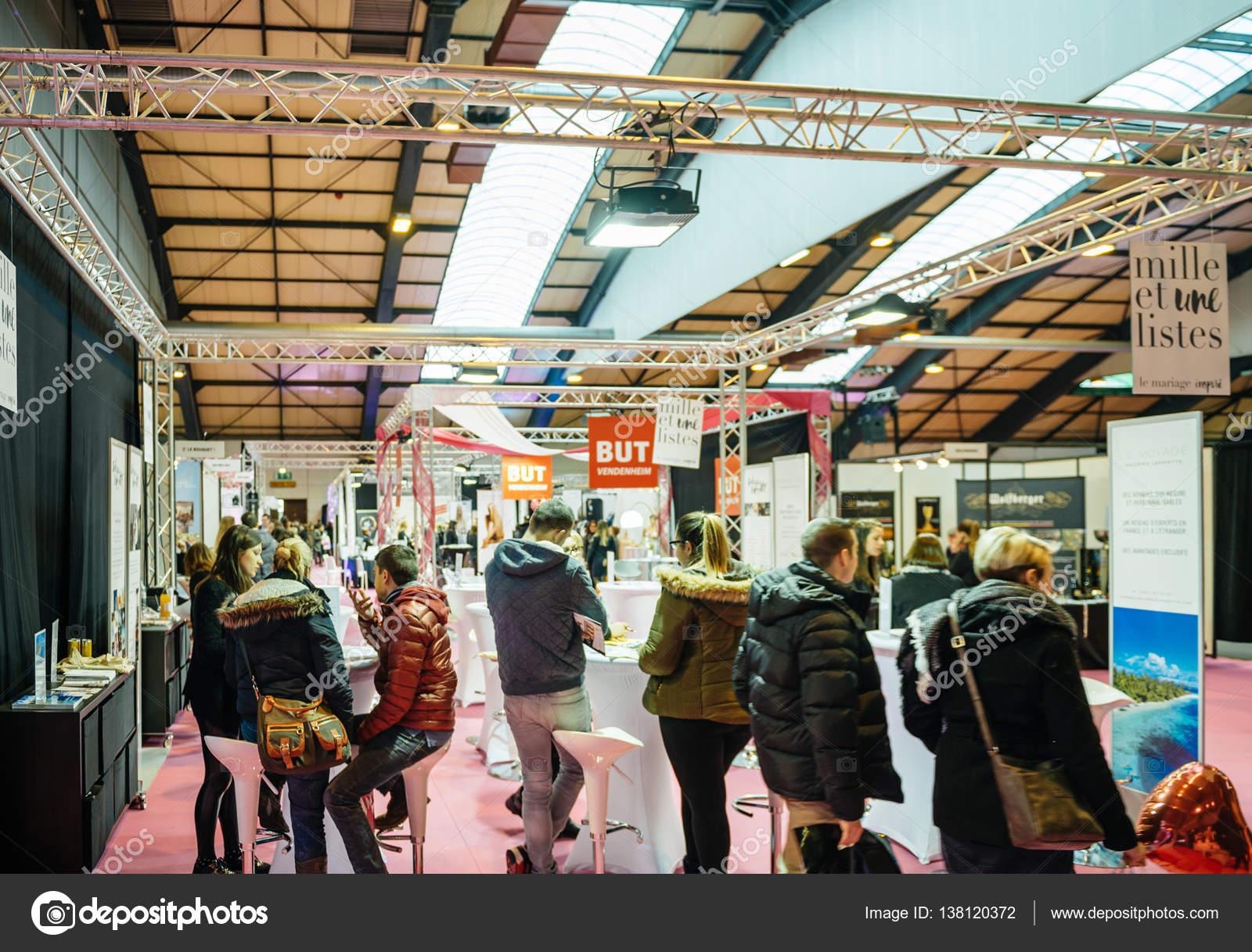 Muebles stand salón du matrimonio boda Feria Francia — Foto ...