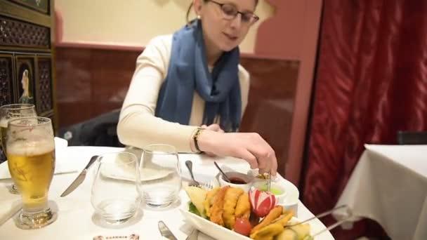 Frau leckere indische Küche