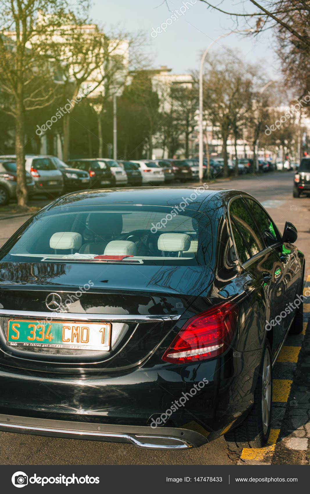 Di Lusso Mercedes Benz Con Targa Diplomatica Verde A Strasburgo