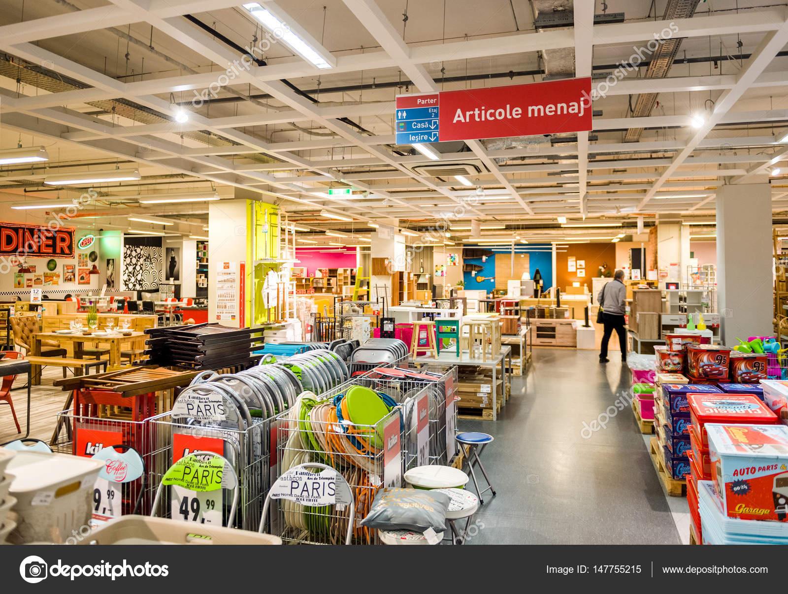 Hombre Compra Muebles Interior De Grandes Tiendas Foto Editorial  # Muebles Rumanos