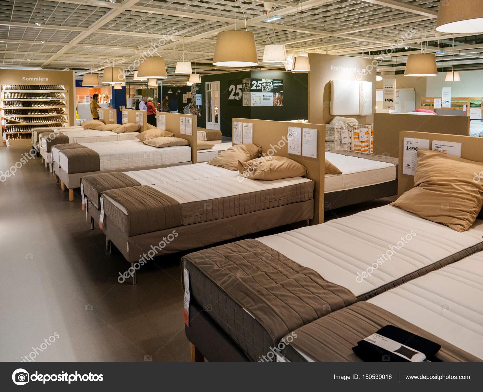 Matras en bed meubilair klanten kopen ikea u2013 redactionele stockfoto