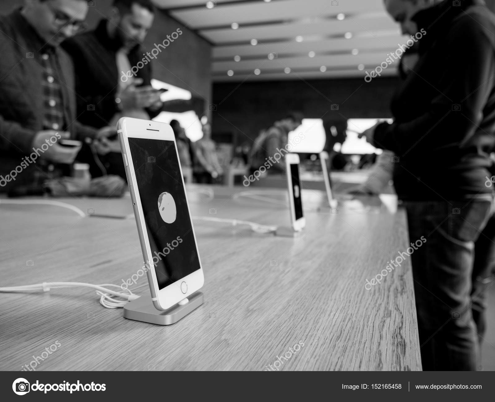 Strasbourg france april 27 2016 black and white image of latest iphone 7 and iphone 7 plus in apple store photo by ifeelstock