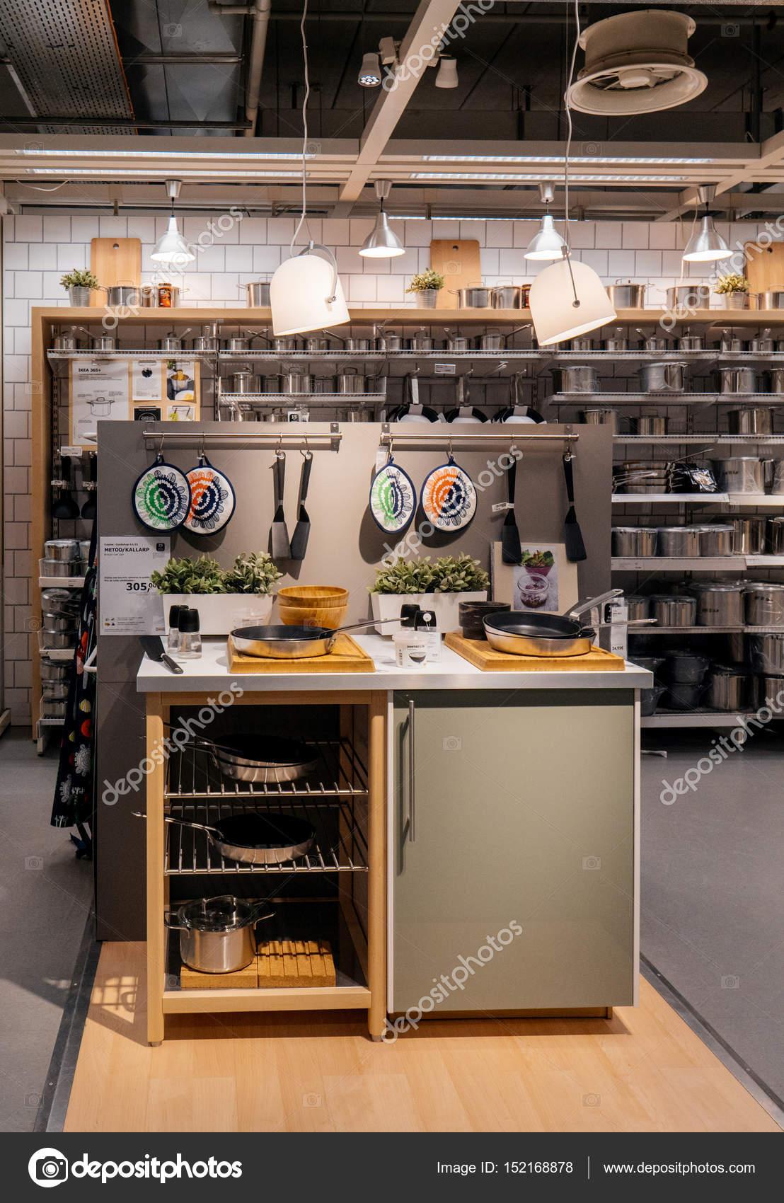 Einkaufen Bei Ikea Möbelhaus Redaktionelles Stockfoto Ifeelstock
