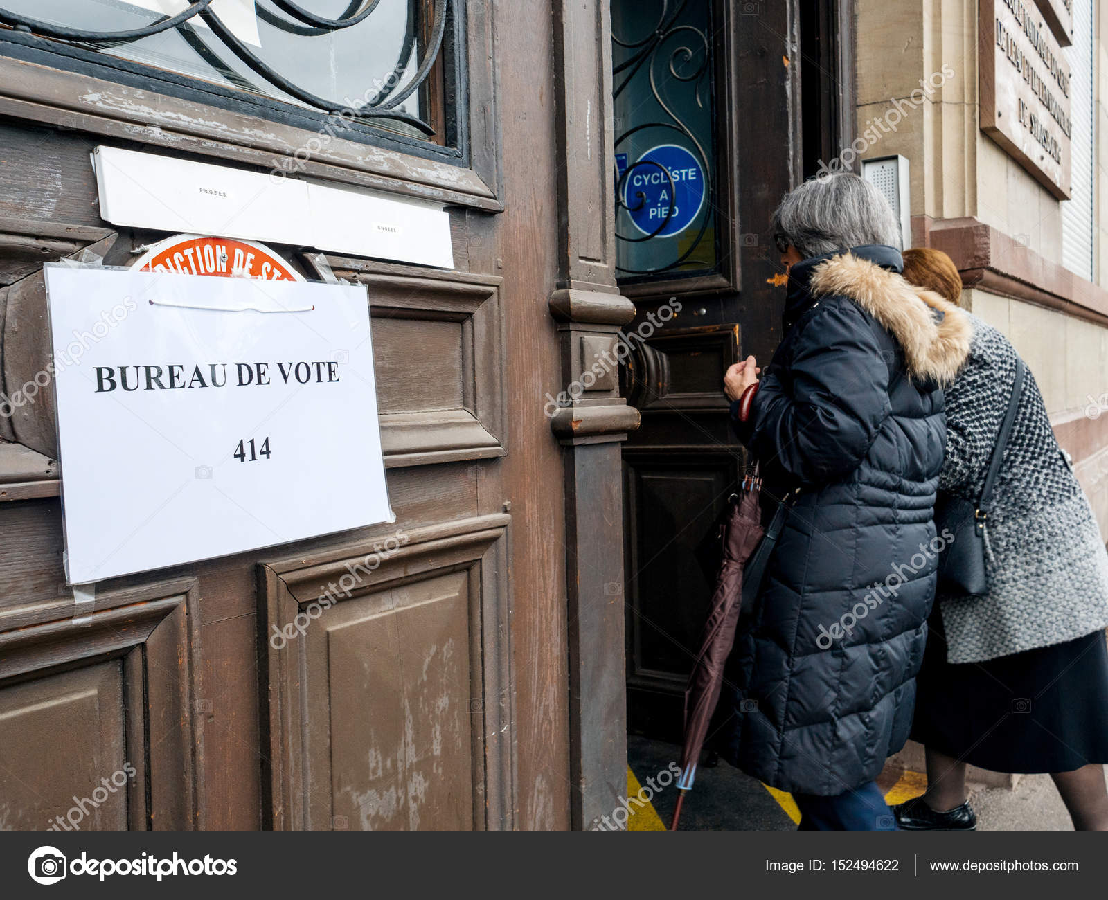 French senior women going to vote polling station bureau de vote