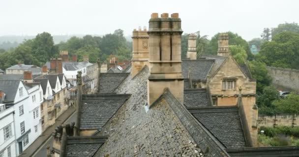 Letecký pohled na deštivé Oxford střechy od windows New College