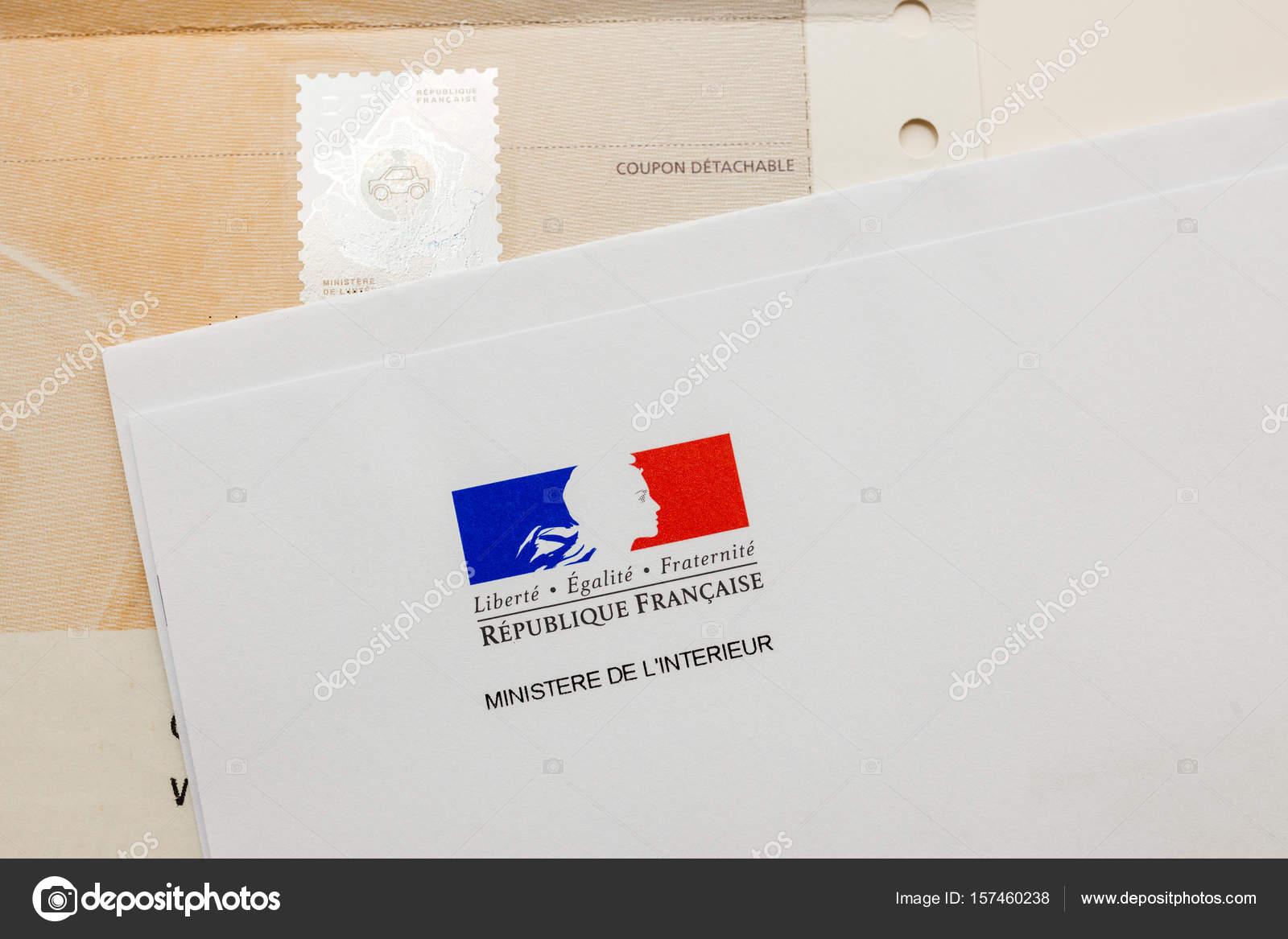Documento especial con el sello hologr fico y el for Sello del ministerio del interior