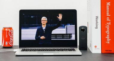 Apple Keynote with Tim Cook good bye hands end Keynote