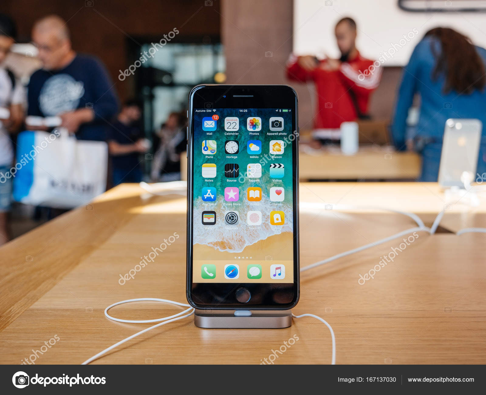 size 40 3596e 3098e super retina display New iPhone 8 and iPhone 8 Plus in Apple Sto ...