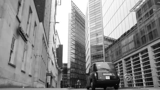 Auta v ulicích Londýna