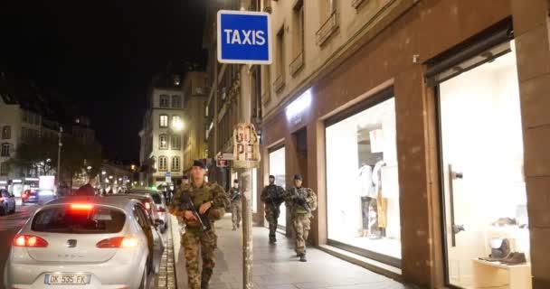 Policisté surveilling centra Štrasburku