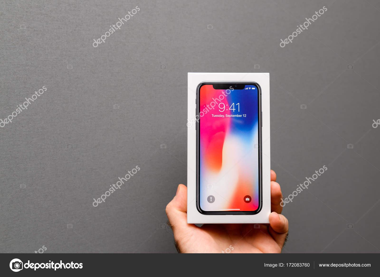 Apple Iphone X10 Su Sfondo Grigio Foto Editoriale Stock