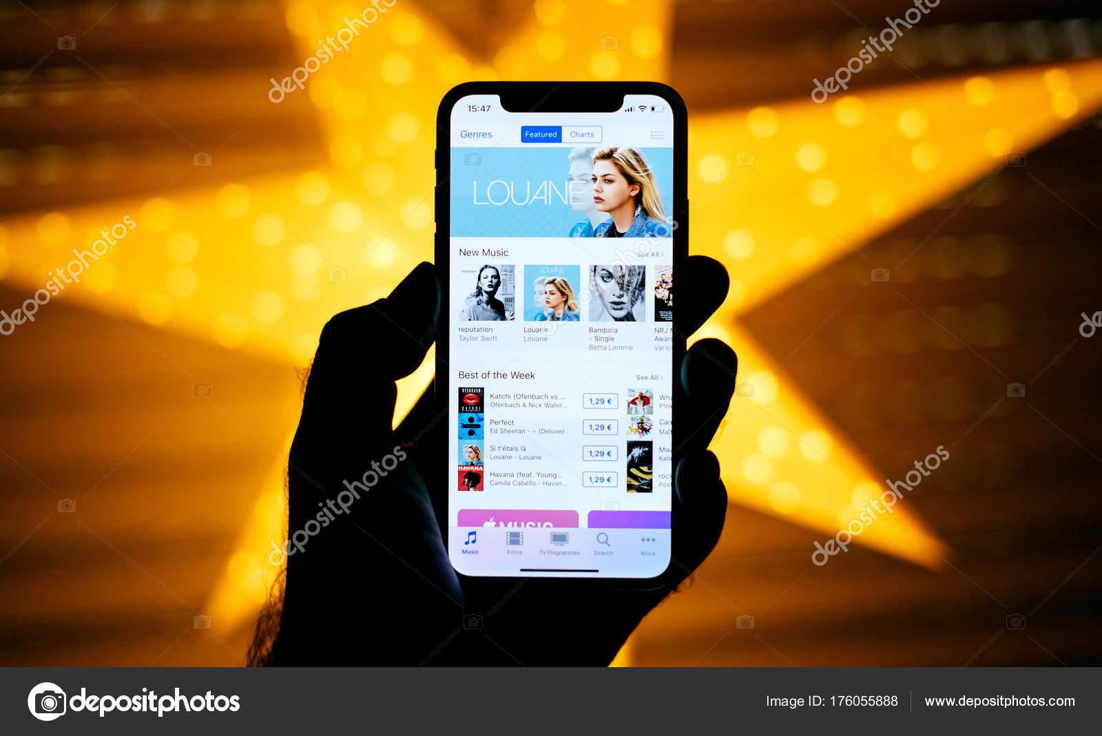 Parigi Francia Novembre 2017 Uomo Che Tiene Nuovo Iphone Apple