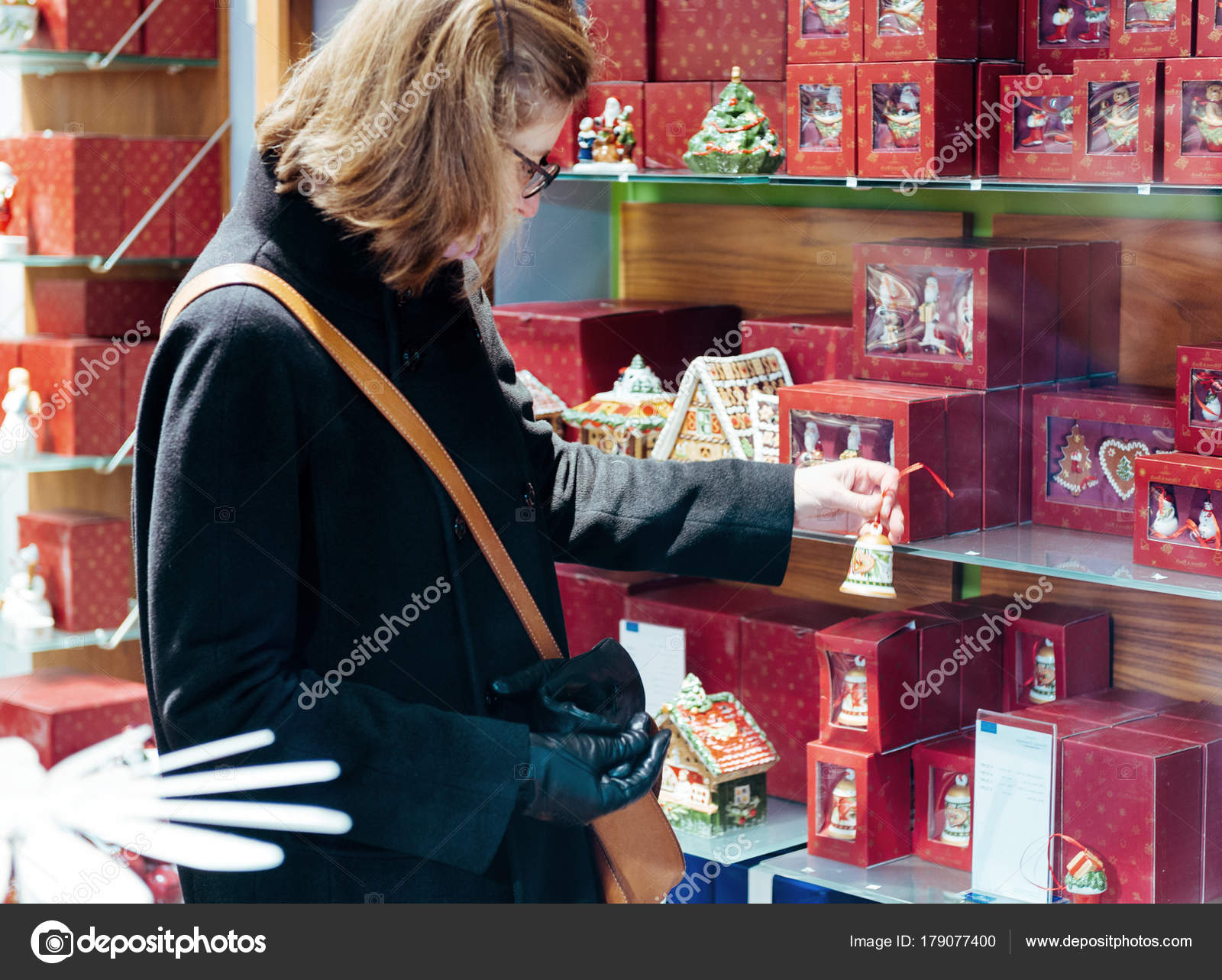 French Elegant Woman Search Christmas Gift Shop French Street ...