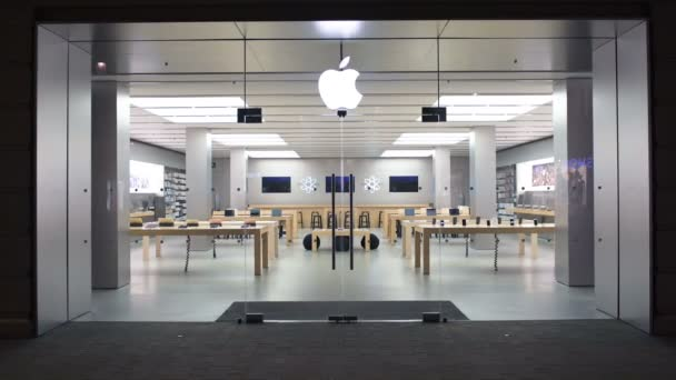 "The Impact of Product Demo on Offline Marketing: ""modern Apple stores"""