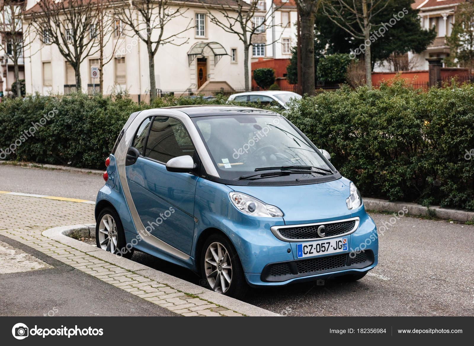 mercedes petite voiture petite voiture electrique pour enfant doccas voiture with mercedes. Black Bedroom Furniture Sets. Home Design Ideas