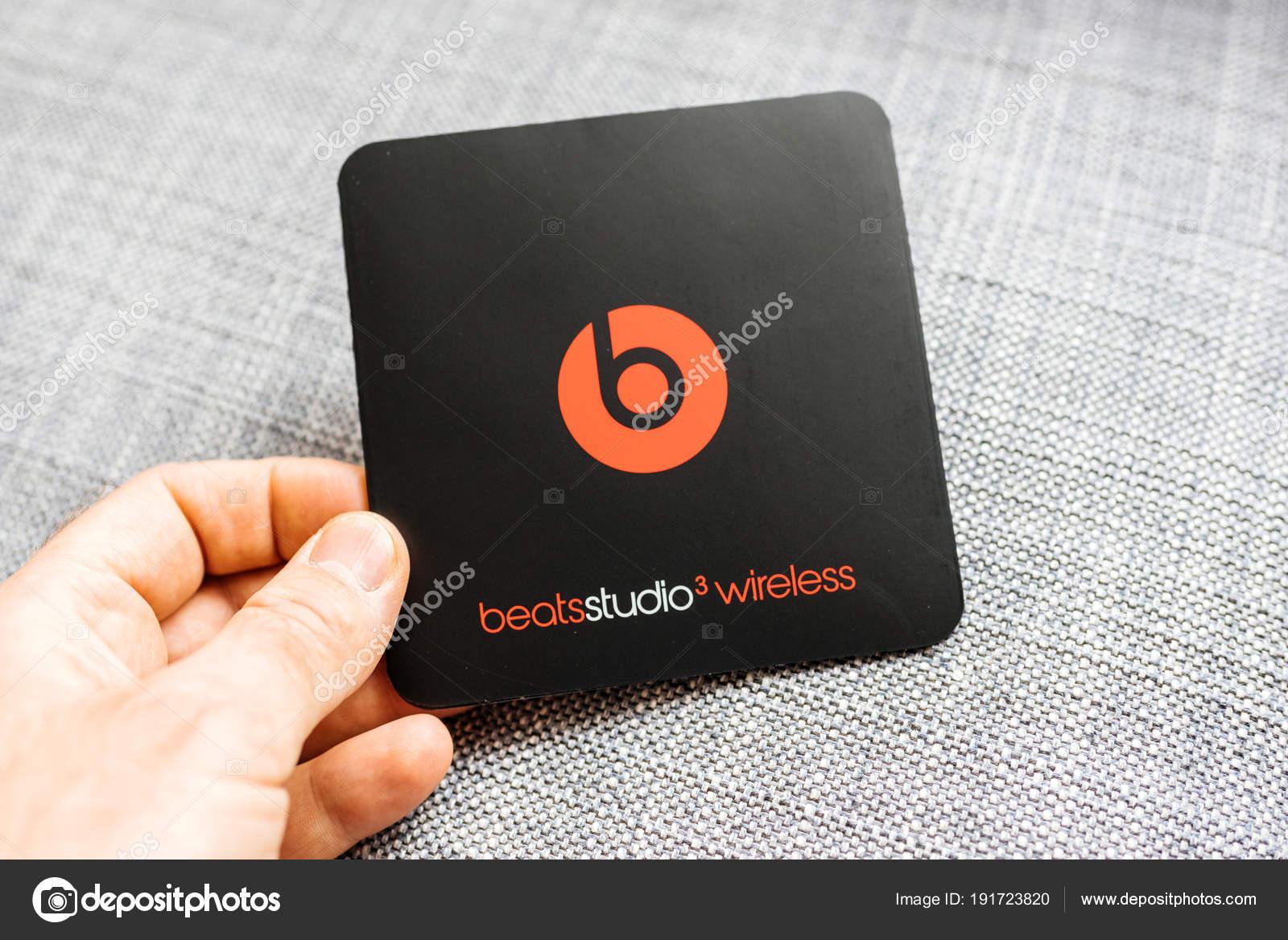 Új Apple veri a Dr Dre Beats Studio 3 vezeték nélküli fejhallgató — Stock  Fotó eefc24a4b9