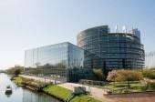 Letecký pohled na národních četnictva lodi poblíž Evropský parlamenta
