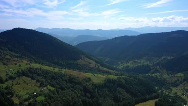 Letecký pohled na Karpatské hory, Karpatské hory slunečný den