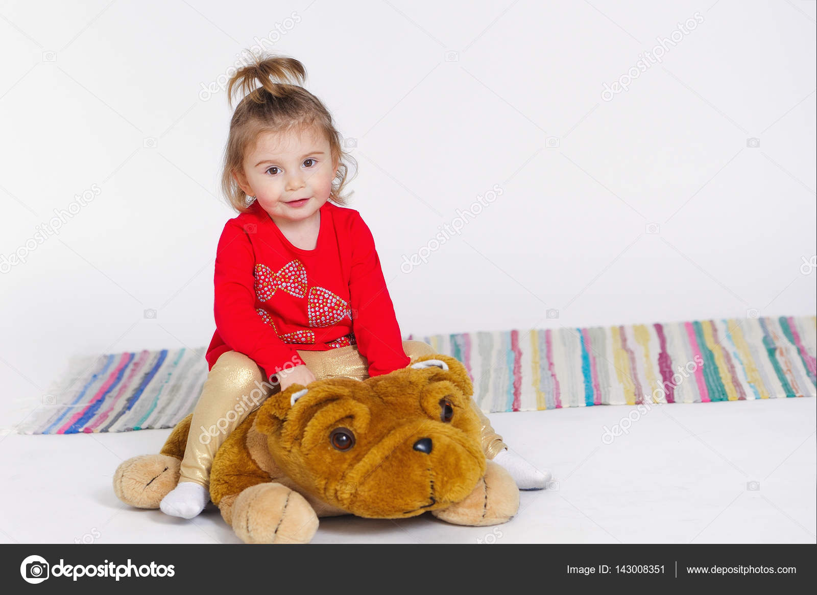 bear teddy Girl rides