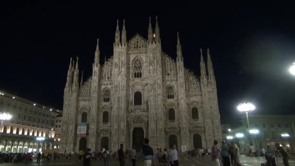 Milano-circa 2016: Piazza Duomo di notte a Milano, Italia, 50fps, tempo reale