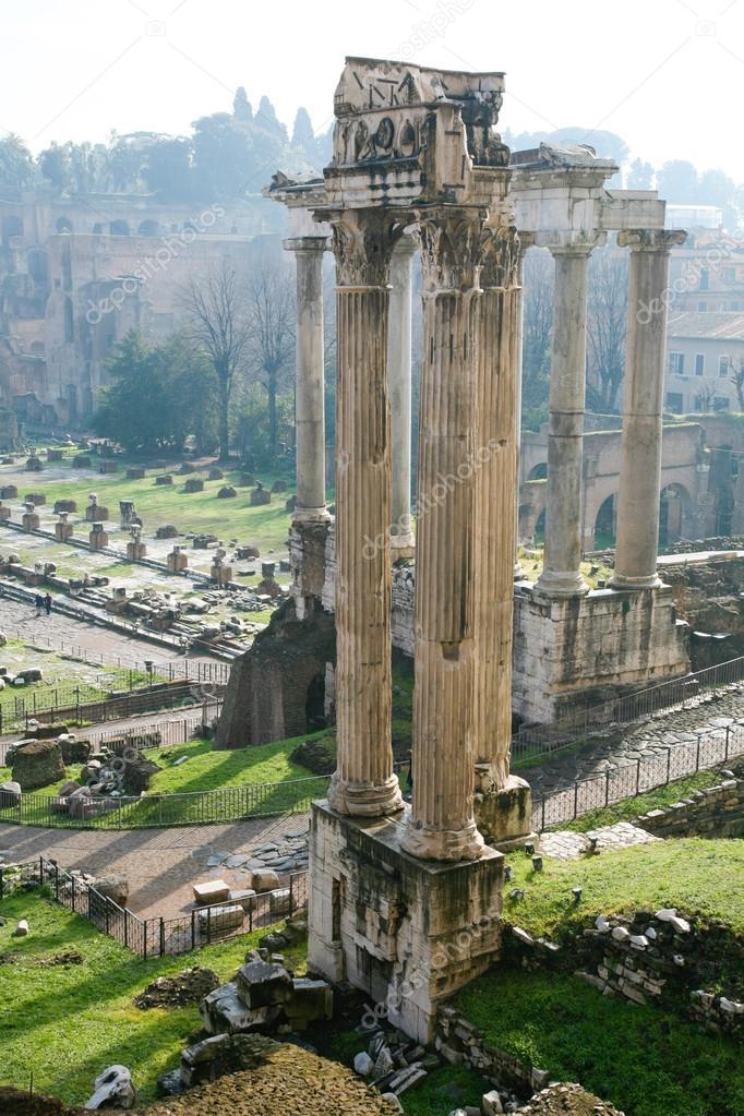 ウェスパシアヌス神殿とローマの...
