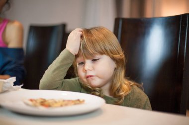 child does not want pizza gesture at home