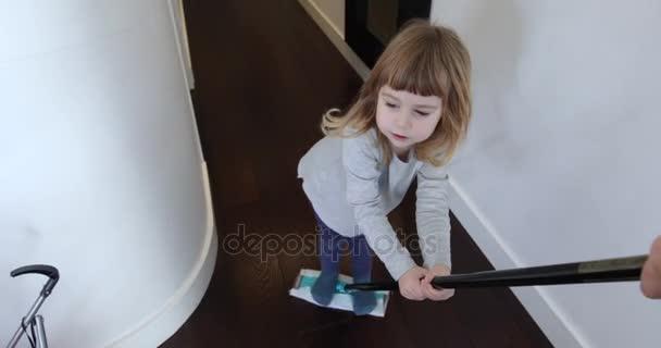 dítě na mop posuvné matka
