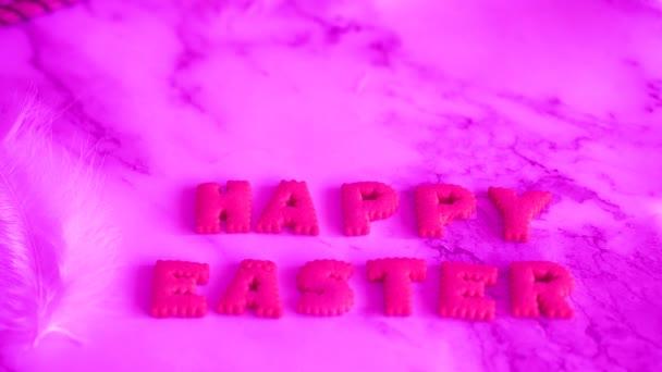 Ostereier auf dem Tisch. Feiertagsdekoration, Osterkonzept Hintergrund.