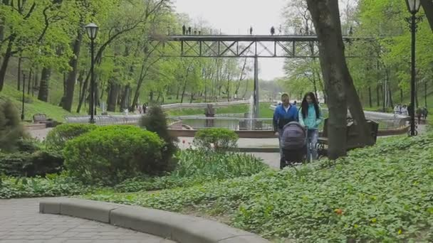 В парке 720p public