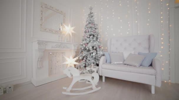Krásná vánoční výzdoba ve studiu. Nový rok 2020.