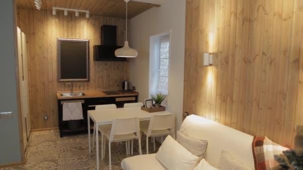 Moderní kuchyňský interiér v soukromém domě.