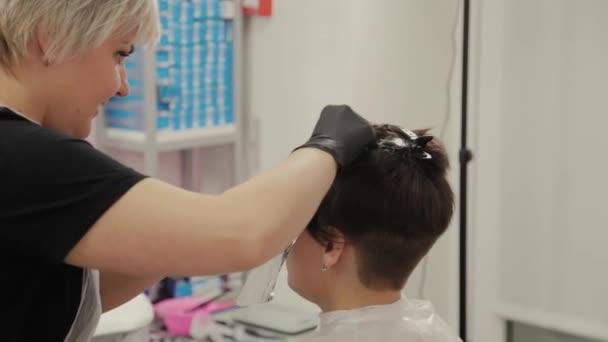 Szakmai fodrász nő festékek lányok haj hajfesték fólia.