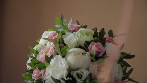 Svatební kytice z čerstvých květin. Slavnostní kytice čerstvých květin. Svatba svatební kytice. Svatební floristika. Detailní záběr.