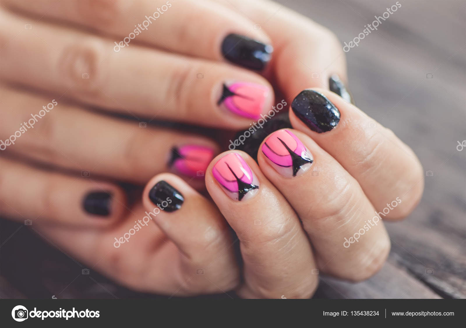 Schöner Nagellack Design, schwarz und rosa Nägel Kunst Maniküre ...