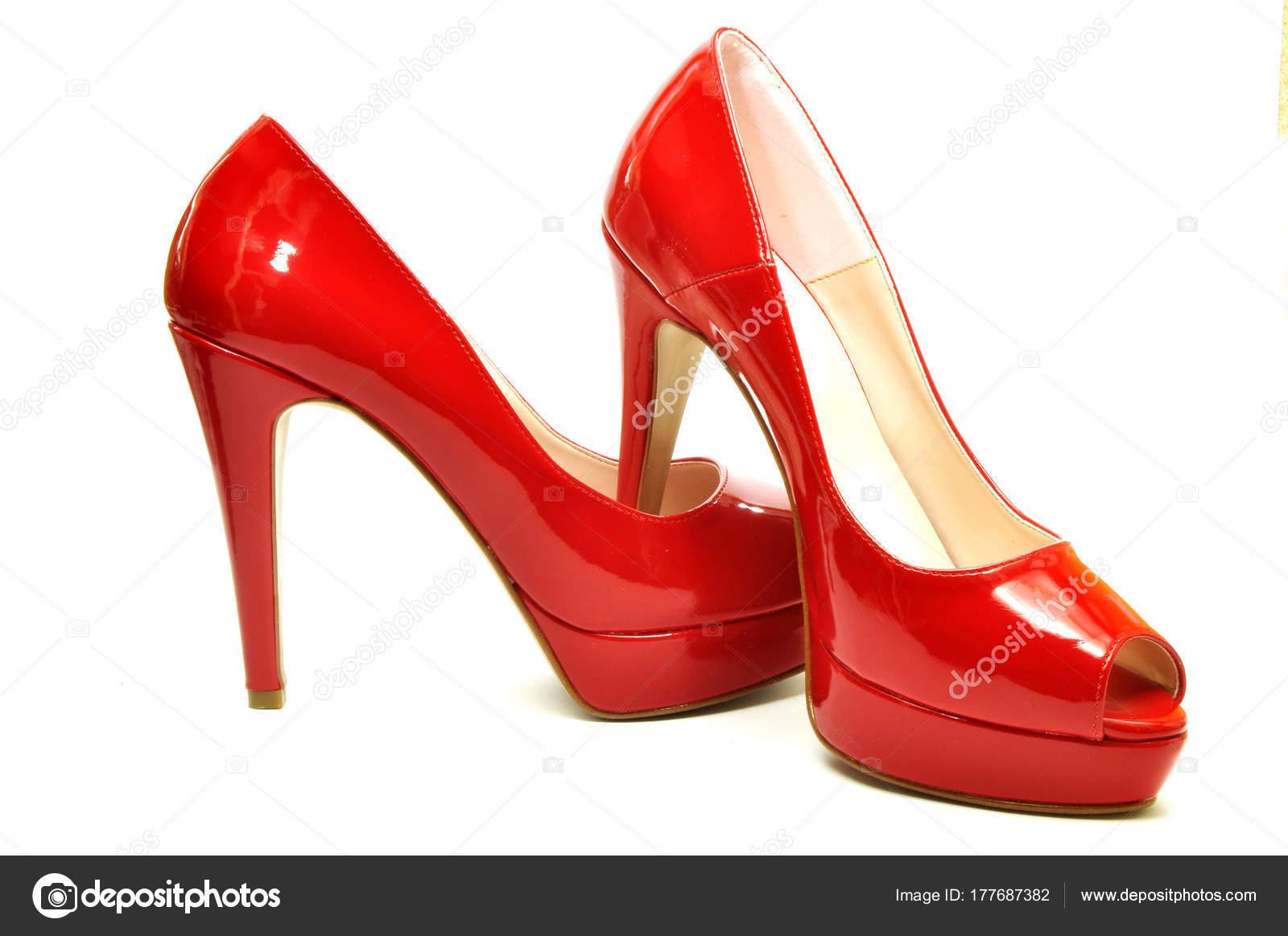 sports shoes cbeed 5beec Eleganti scarpe rosse per una donna moderna 05 — Foto Stock ...