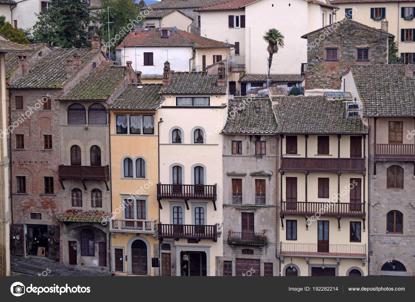 Case Toscane Arezzo : Vista delle antiche case arezzo prelevati dalla piazza grande