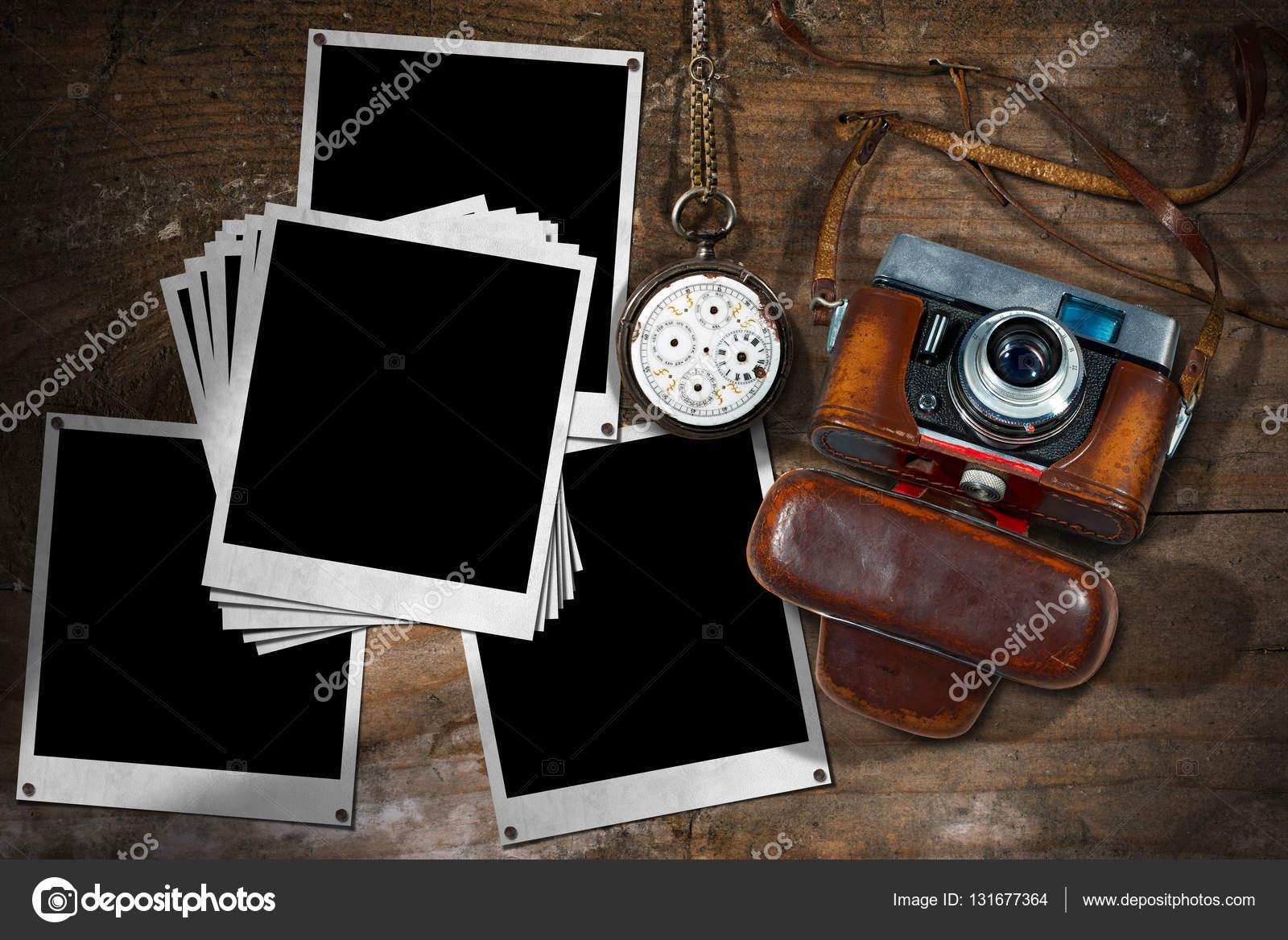 Vieja cámara y marcos de fotos instantánea — Foto de stock © catalby ...