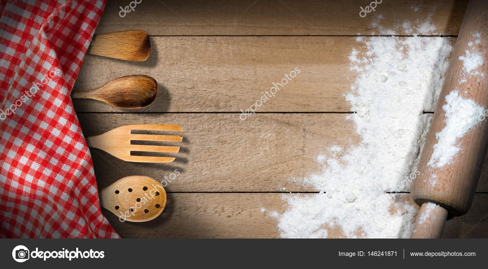 Utensili da cucina in legno di mattarello - farina- — Foto Stock ...