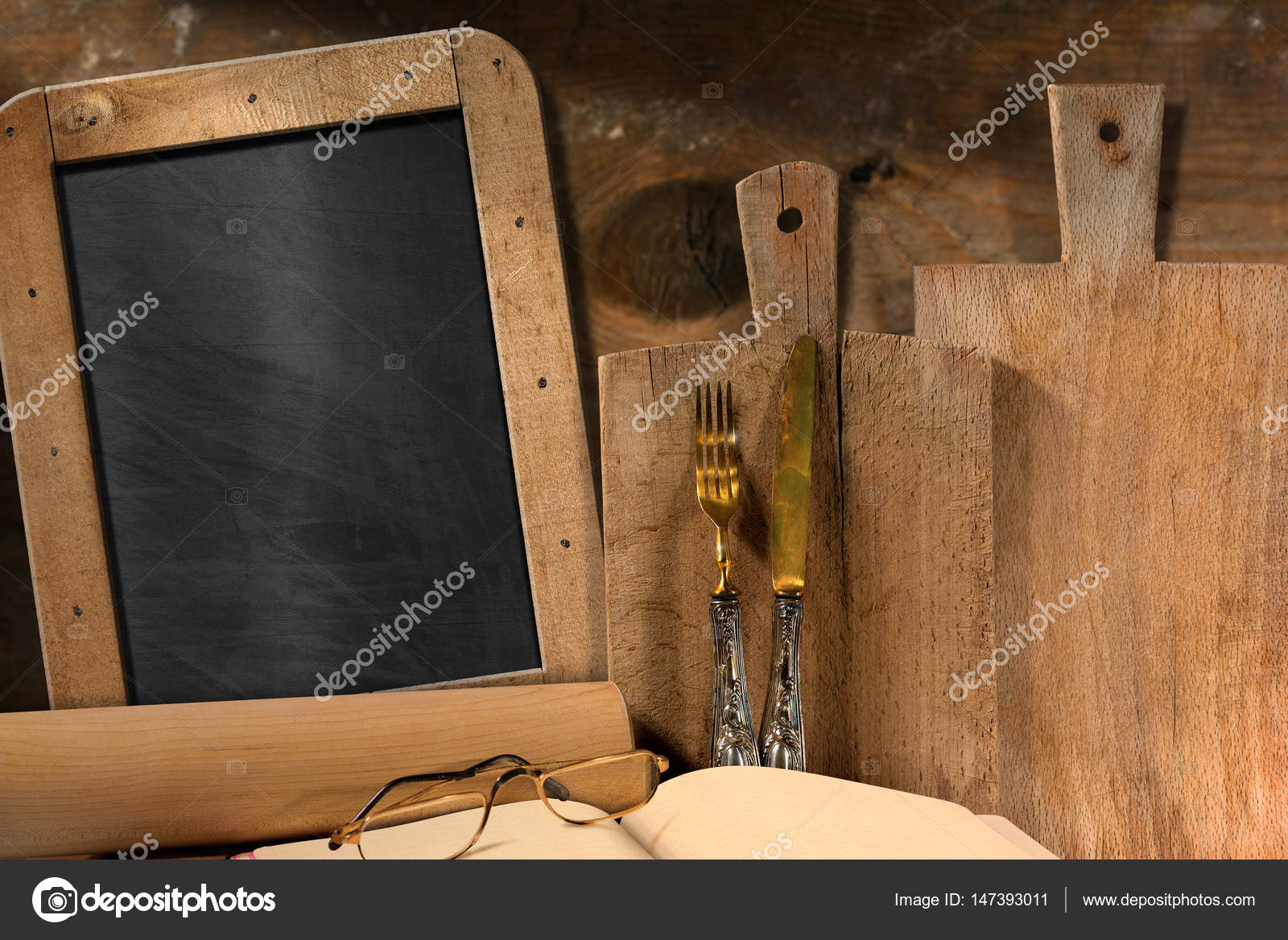 Leere Tafel in der Küche — Stockfoto © catalby #147393011