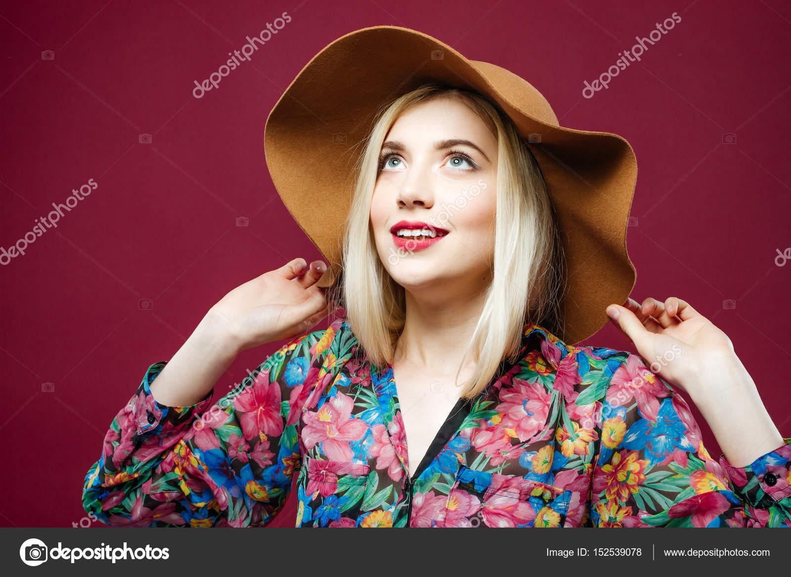 Фото блондинок в сорочках, русские студенты отдыхают в лесу у озера порно полностью смотреть