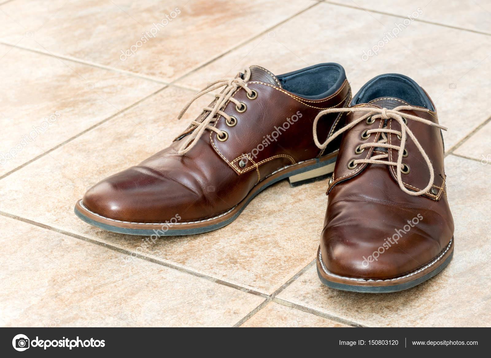 new products d8919 a71cc Mode braun Leder Herrenschuhe — Stockfoto © 2Ban #150803120